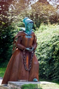Alice Nutter statue at Roughlee
