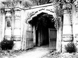 Entrance to the Egyptian Avenue
