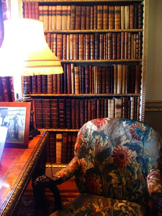 Even such a grand house has its cosy corners. Image by Lenora.