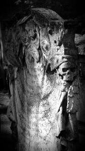 Skull tomb bunhill