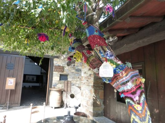 Knitted tree warmers were all the rage in Cacabelos!