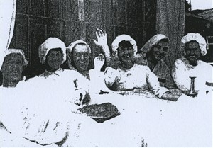 Ware Drama Society in the Great Bed of Ware, 1964 [Image from ourhertfordandware.org.uk]