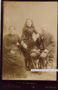 The girl in the middle is said to be dead. Petrolia Archive Collection.