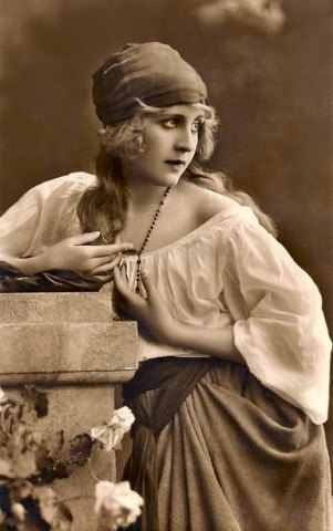 romanticised_view_of_gypsy